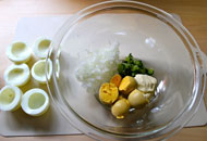 ゆで卵のチーズサラダ詰め