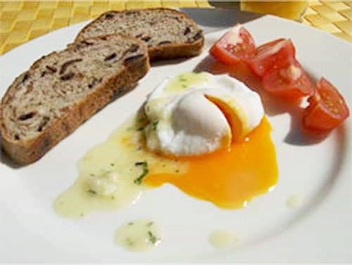 卵のポシェ セロリとチーズのバターソース添え